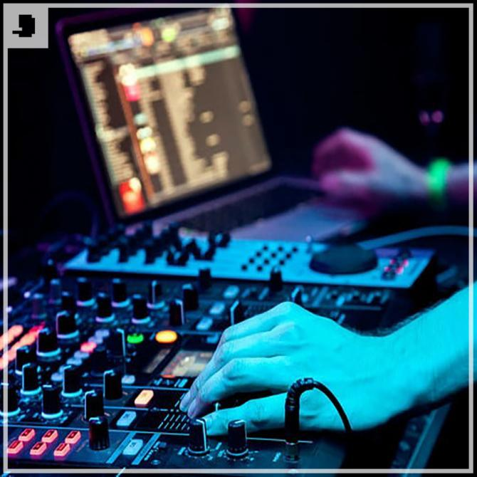 40955572 dj mixes the track in the nightclub at party 640x0